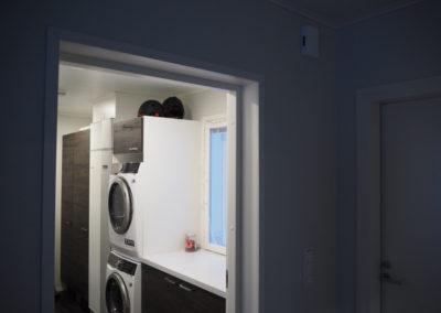 Kukkola 118 C näkymä eteisestä kodinhoitohuoneeseen.